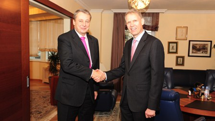 Alexander Korsik Left Of Ojsc Oil Processing Joint Stock Company Bashneft And Heiner Markhoff Right Of Ge Met In Moscow On October 9 2013