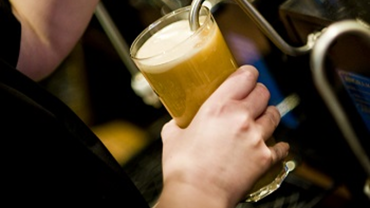 Content Dam Ww Online Articles 2016 05 Greene King Pulling Pints Image
