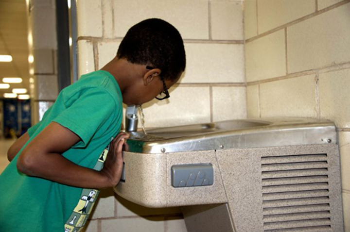 Content Dam Ww Online Articles 2016 08 African American Boy Take A Drink Of Cool Water From One Of The Schools Water Fountains 725x482