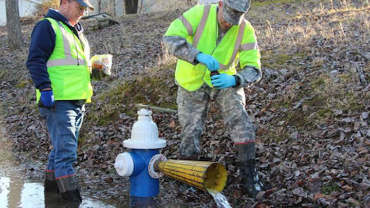 Content Dam Ww Online Articles 2016 10 Va  Guard Personnel Assist W va  Water Collection Operations 140119 Z Bn267 003