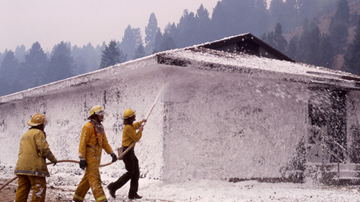 Content Dam Ww Online Articles 2017 08 1200px Firefighters Spray Foam