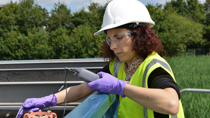 Content Dam Ww Online Articles 2018 07 Picture Shows Joana Manuel Silva Dias Testing At A Wastewater Treatment Plant