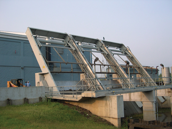 The Permanent Canal Closures and Pumps Project is using 17 customized SUEZ Climber Screen* systems.