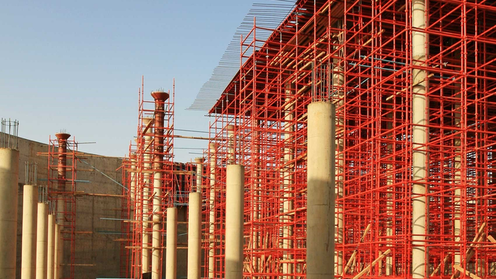 Roof construction on a 20,000 m3 storage tank in Sudan.