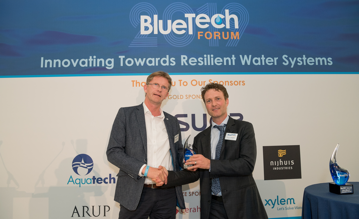 BlueTech Research chief executive Paul O'Callaghan presents the award for Best Technology Innovation to Hein Molenkamp (l), managing director, Water Alliance, on behalf of LG Sonic.