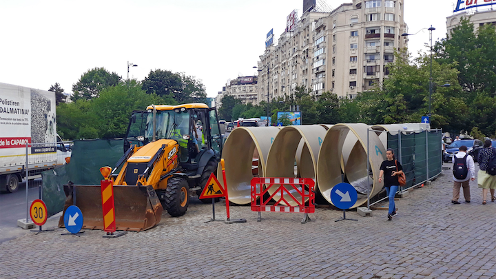 Limited space and accessibility at the construction site in Bucharest's city center.