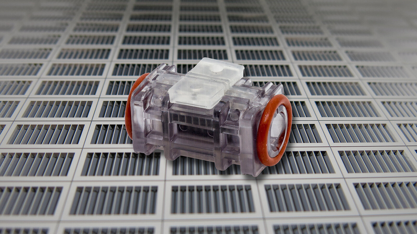 The electrodes for the ozone generator are made of silicon wafers with precisely etched trenches.